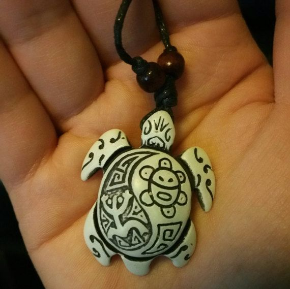 Taino Turtle Amulet necklace van YouniqueBeautyque op Etsy