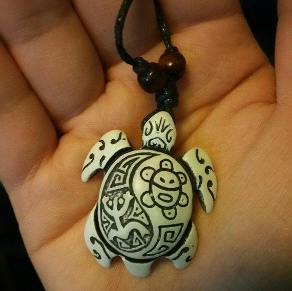 Taino Turtle Amulet necklace van YouniqueBeautyque op Etsy
