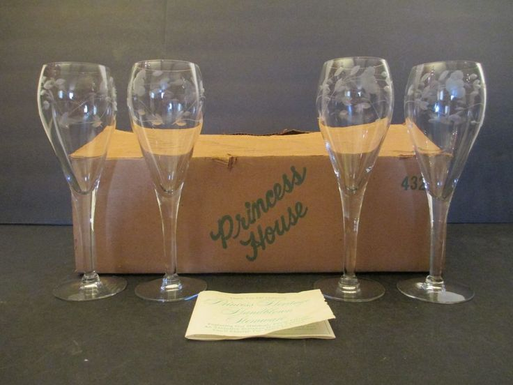 VINTAGE PRINCESS HOUSE HERITAGE set of 4 STEM TULIP CHAMPAGNE GLASSES NEW in BOX #PrincessHouse
