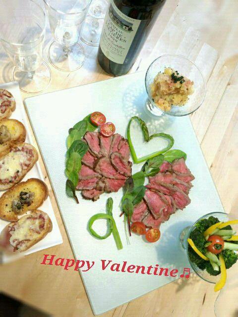 フライパンで出来るローストビーフとoryさんの『ジャガイモのミルク煮明太子入り』とMokoさんの『激ウマコンビーフピザ』と『オイスターオイル漬けを乗せたバゲット』で♬ valentineディナーです。もちろんワイン空きました!σ(^◇^;) - 77件のもぐもぐ - Happy Valentine♡ローストビーフ♬ by MUNI3