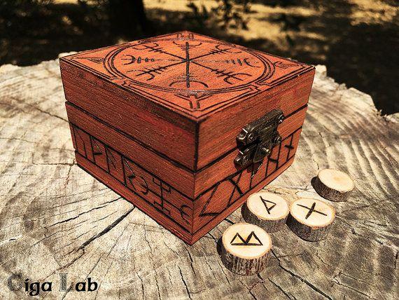 Aegishjalmur Runes Box di GigaLabWoodCreations su Etsy