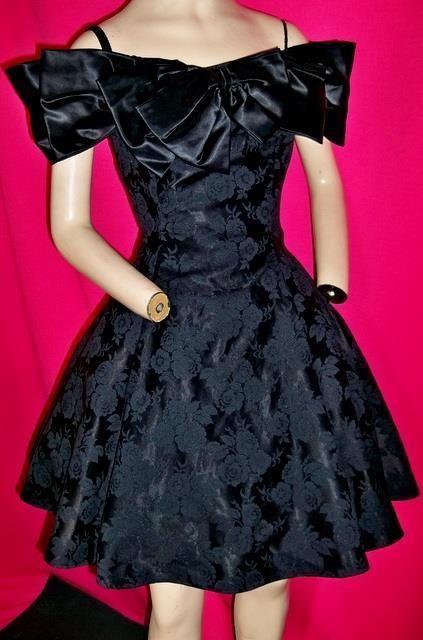 "1980's VINTAGE BLACK FULL COTTON BLEND SHORT PROM USA DRESS-34"" BUST-USA"