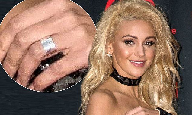 Michelle Keegan gives her blonde hair red carpet debut at Revlonball | Daily Mail Online