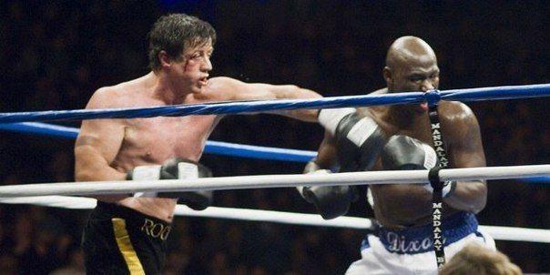 Сильвестр Сталлоне находится в Зале боксерской славы наравне с таким прославленными бойцами, как Майк Тайсон и Костя Цзю. Как сообщается на официальной странице, Сталлоне, никогда не выступавший на ринге, удостоен этой чести за вклад в популяризацию бокса