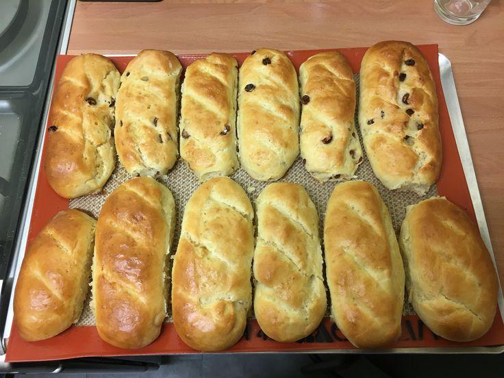 Découvrez les recettes Cooking Chef et partagez vos astuces et idées avec le Club pour profiter de vos avantages. http://www.cooking-chef.fr/espace-recettes/pains-brioches-et-viennoiseries/pains-au-lait