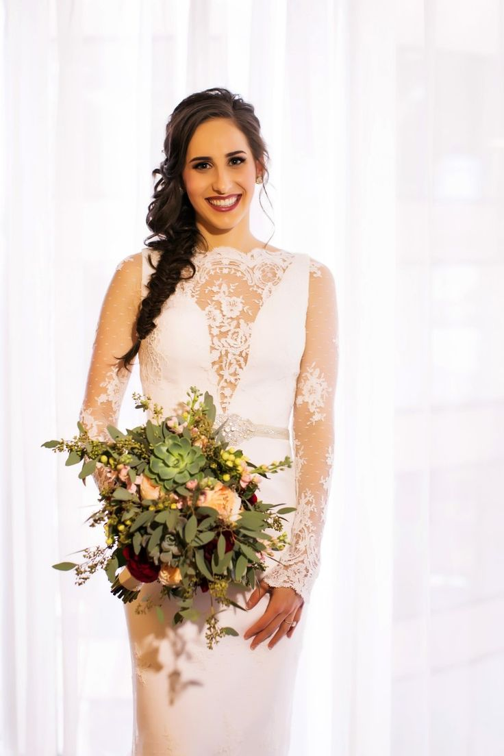 Modern boho bride for a Jewish wedding. Gorgeous! (Limelight Photography)