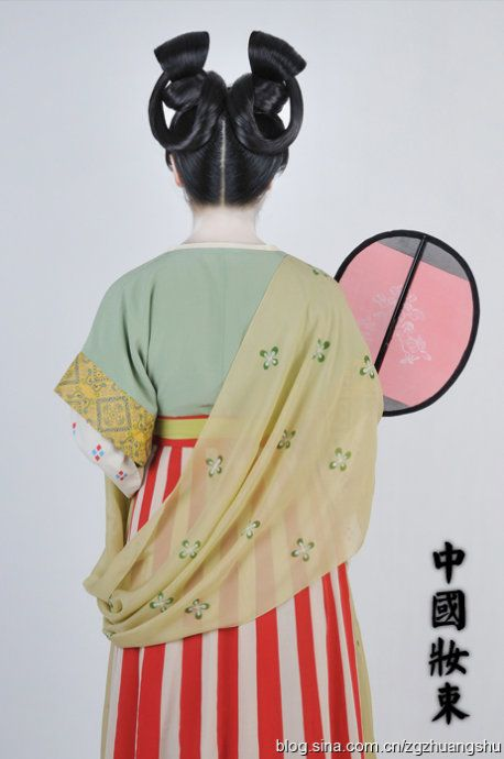 A reconstruction of the hairstyle, make-up, and clothing of a Chinese royal servant in early Tang Dynasty (618-907AD) - courtesy of the reconstruction group of traditional Chinese clothing and styles (中國古代裝束復原小組) #hanfu #Asian-history #Culture-of-China