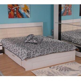 Cuvertura matlasata din tafta impreuna cu pernutele decorative, elegante si cu o tinuta impecabila, fac ca dormitorul dumneavostra sa fie locul ideal pentru a va relaxa si odihni in ambianta placuta a culorilor calde. Cuvertura are o dimensiune de 200*220 cm, iar pernutele de 40*40 cm.