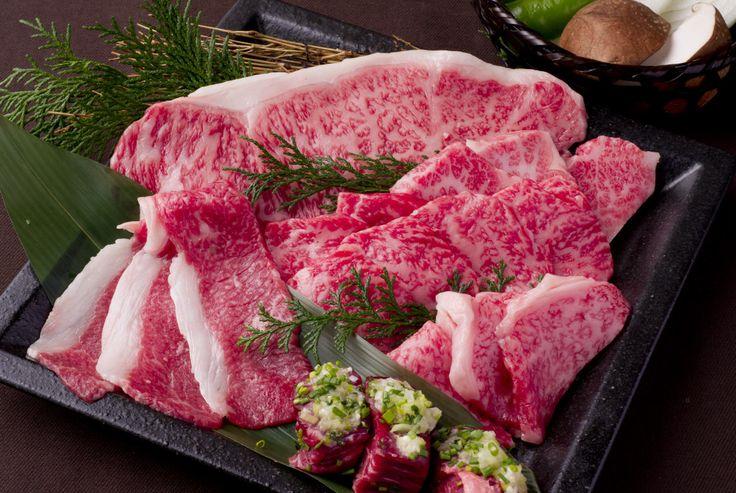 "Japanese Black Beef Grill ""Hishimekiya""  全部雅間!大阪天滿的人氣烤肉店「牛屋」在心齋橋登場! 追求最美味的肉,從全國各地精選購入整頭牛! 以合理的價格提供美味和牛烤肉。 「牛」是漢字牛的集合。 店名的含義是以合理價格提供真正美味的和牛,聚集很多的客人。 因為買整頭牛,所以稀少的部位也可以以合理的價格提供。 切肉的刀功影響肉的味道和柔韌,由熟練的專業廚師根據肉質壹枚枚仔細切開。  提示K-CARD優惠10% ※不可以和其他優惠券使用  #osaka #umeda #kcard #japan #followme #japanesefood #osaka #kita #shinsaibashi #minami #namba #kyoto"