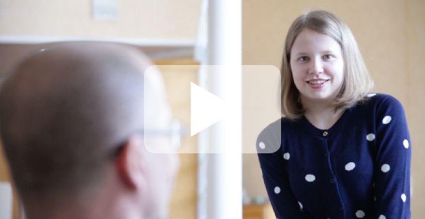 Kävimme haastattelemassa Salmen perhettä, jonka tytär Adalmiina on saanut helpotusta vaikeisiin epileptisiin kohtauksiin VNS-hoitomuodon avulla.