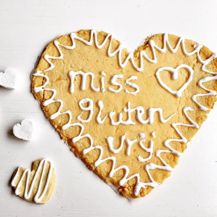 Ik maakte een lekker glutenvrij Valentijnsrecept; Spakenburgs hart. Een dunne zachte boterkoek met wit glazuur waar je je creativiteit op los kunt laten.
