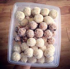 Egyszerű paleo, nyers, vegán gyümölcsös kókuszgolyó ~ Éhezésmentes Karcsúság Szafival