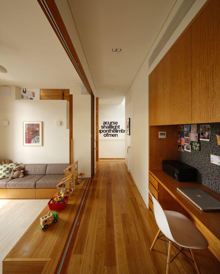 Highgate Hill House, Brisbane, Australia by Shaun Lockyer Architects.