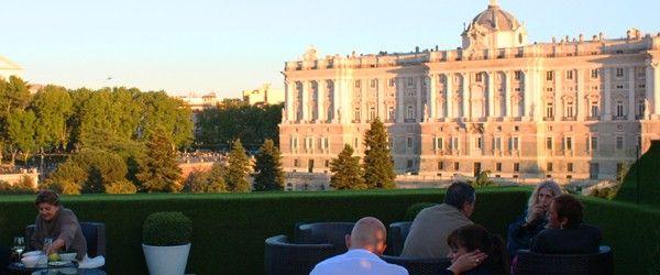Terraza Jardines de Sabatini Aparto Suites. Atardecer sobre el Palacio Real.