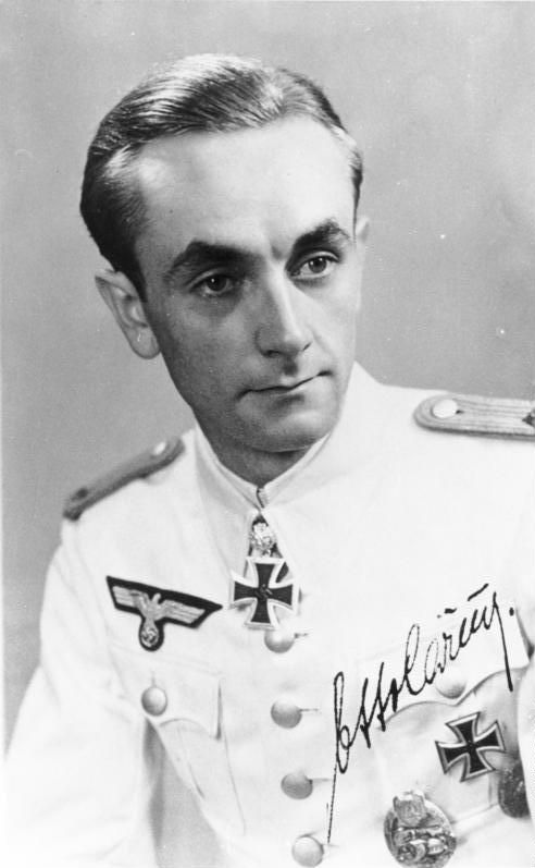 Major Otto Carius -  comandante alemán de tanques de la Wehrmacht durante la Segunda Guerra Mundial. Se le reconoce haber destruido más de 150 blindados enemigos