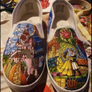 Hand-Painted canvas shoes are my new passion project! What could be better than walking art?   Credit to Paint or Thread site.