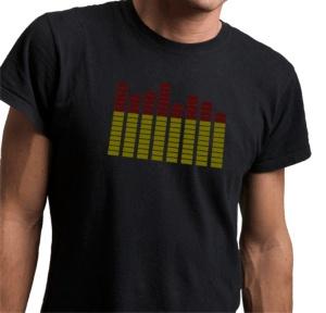 Equalizzatore musicale da applicare su qualsiasi t-shirt. Questo equalizzatore grafico si anima a ritmo di musica, per rendere uniche le tue serate di festa. Reagisce al suono e si muove, alzando e abbassando i livelli dell'equalizzatore a seconda dei suoni rilevati nell'ambiente circostante. Ogni frequenza della musica, attiva una diversa barra dell'equalizzatore come quella del tuo Stereo. http://www.loacenter.com/equalizzatore-per-tshirt-p-12725.html?cPath=237_10492