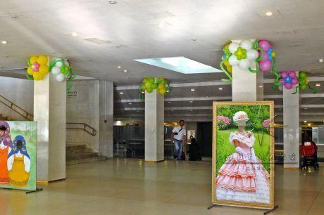Воздушный вариант декорирования холла