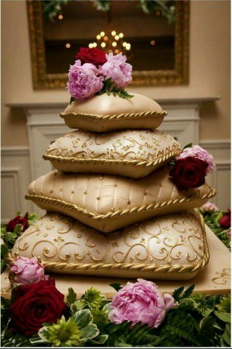 coolest wedding cakes ever 207 best images about pillows of cake on cakes 12932