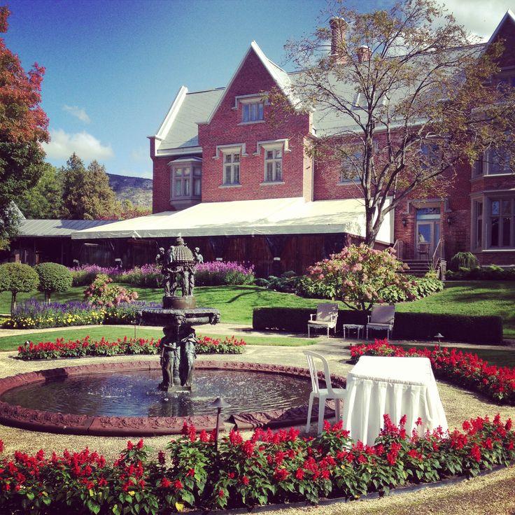 Beautiful Manoir Rouville-Campbell for a #wedding | Les jardins du Manoir Rouville-Campbell, magnifiques pour une cérémonie de #mariage!