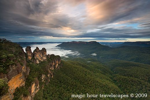 Early morning view from Echo Point, with the cloud low in the valley