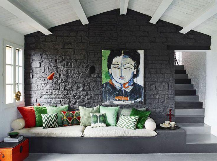 Интерьер гостиной черно-белый, света добавляют элементы декора.  (средиземноморский,средиземноморский интерьер,средиземноморский дом,средиземноморский стиль,деревенский,сельский,кантри,архитектура,дизайн,экстерьер,интерьер,дизайн интерьера,мебель,гостиная,дизайн гостиной,интерьер гостиной,мебель для гостиной,жилая комната) .