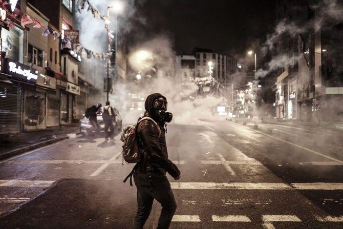 Come i lacrimogeni sono diventati l'arma preferita per reprimere le proteste.