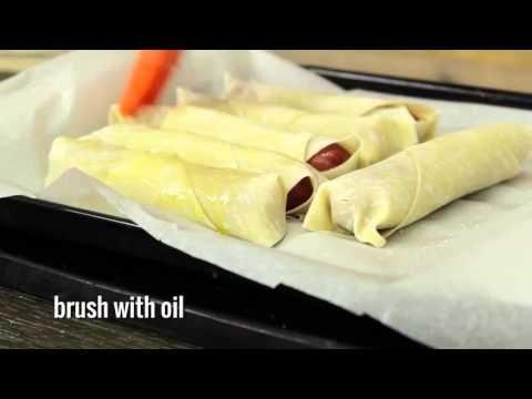 Il dépose sa saucisse sur une pâte à egg roll...Le résultat en fera baver plus d'un! - Ma Fourchette