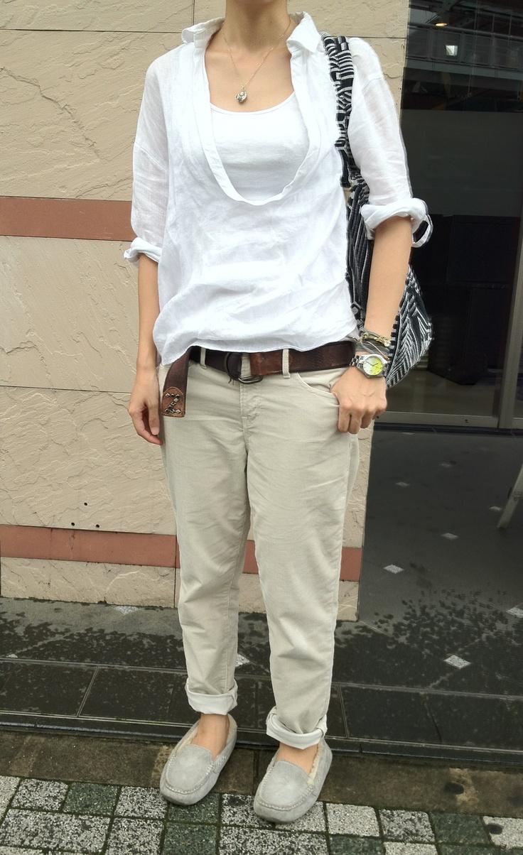 アナディスリネンシャツ、GAPコーデュロイパンツ、靴UGG、バッグDIESEL。