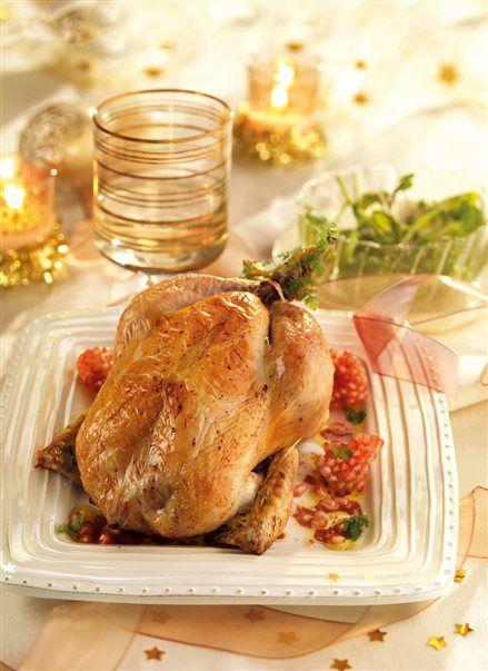 Capón de navidad rellenoRaciones, tiempo y calorías: 6 per / 2h 50 Min / 475 Kcal  Ingredientes  1capón 2 granadas ½ kg de ternera picada 300 g de carne de cerdo picada 150 g de ciruelas secas 100 g de pan rallado 3 cucharadas de leche 1 huevo 1 copita de brandy 1 copa de vino blanco Manteca de cerdo Sal Pimienta