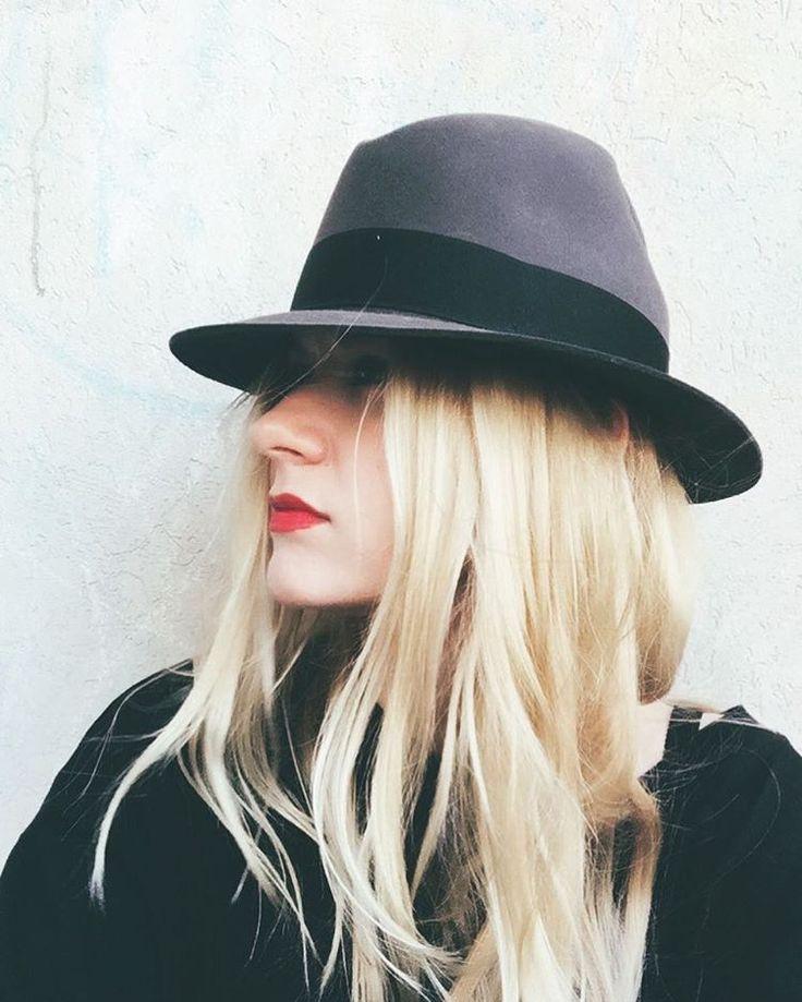 Hat @valuevillage_thrift . .  #momstyle #instastyle #mylook #ootd #wiwt #thrifted  #fallfashion #lookdujour #redlips #momlook #findthefind #dailylook #fblogger #fashionblogger #valuevillage #todaysoutfit #selfie #mod #instapic #zara #red #myshopstyle  #aboutalook #capsule #capsulewardrobe  #blonde #mode #look
