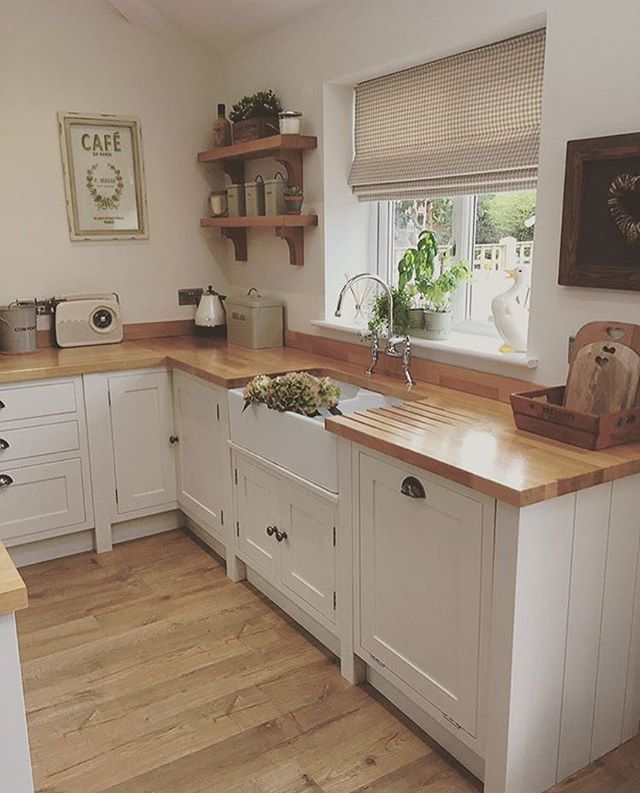Oh how I wish my kitchen was this tidy all the time! The wonderful world of Instagram would have you believe it is but sadly this is a very rare sight! So bathroom inspo week next week! I've got some gorgeous bathrooms to share with you. I can't wait! #kitchen #kitcheninspo #kitchenideas #kitchendecor #kitchendesign #kitchenlife #interior #interiors #interiordesign #interiordecor #interiorstyle #interior123 #interiorstyling #countrystyle #countrykitchen #moderncountrykitchen…