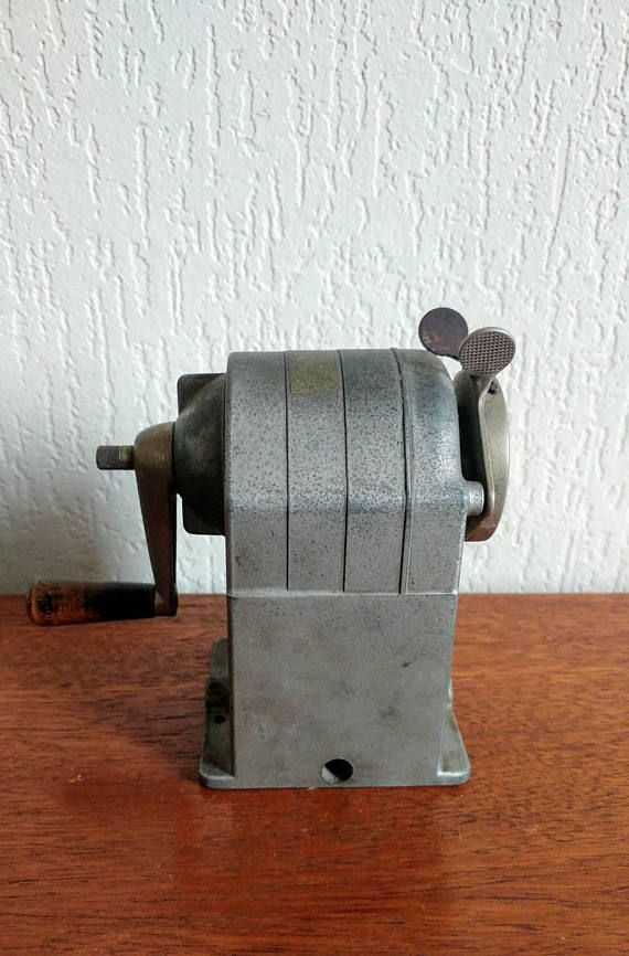 Bekijk dit items in mijn Etsy shop https://www.etsy.com/nl/listing/562396020/vintage-caran-dache-pencil-sharpener