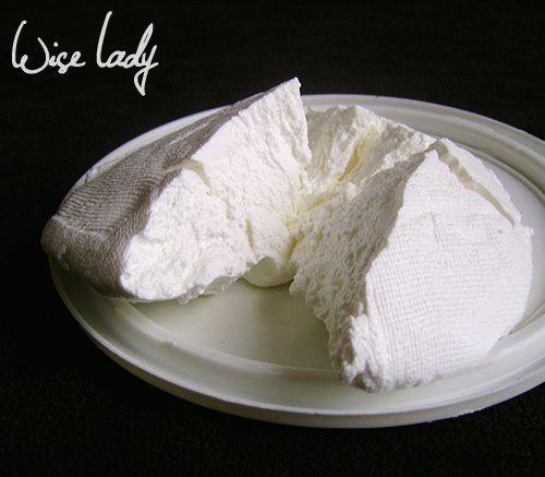 """krémsajt - """"mascarpone"""" házilag:melegítsük fel a tejfölt kb. 40 fokra, 24-36-48 óra múlva finom krémsajtunk lesz,(9 dl házi tejfölből 50 dkg két nap alatt).4-5 napig eltarthatjuk"""