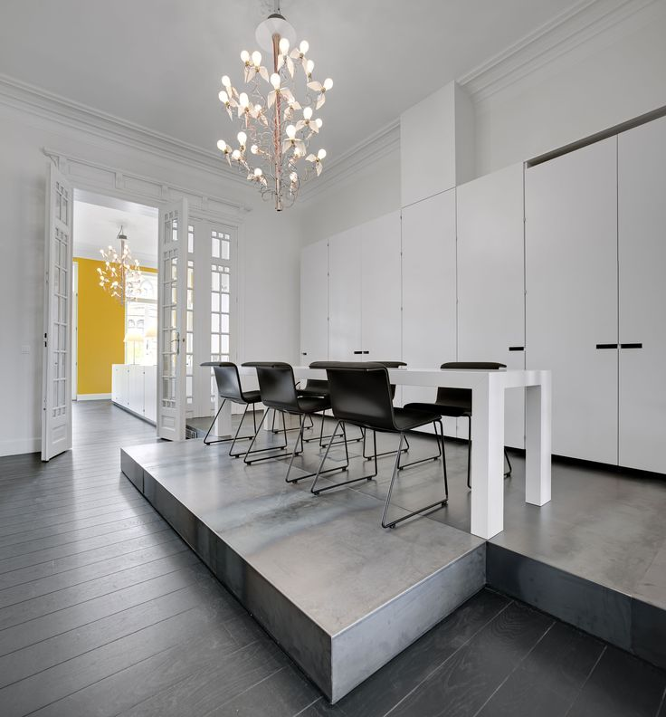 Agence Lowxette et Partner. Rénovation d'une maison de maître à Molenbeek. Renovatie van een herenhuis in Molenbeek. www.lowette-partners.be #architecture #projet