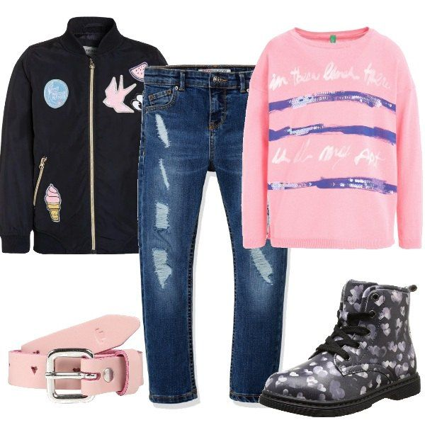 Jeans di tendenza leggermente usurati abbinati a felpa con stampa e bomber con patch applicate per un look casual ed allegro, adatto ad una festa a casa dei compagni di scuola. Completano l'outfit gli stivaletti stringati e la cintura in pelle.