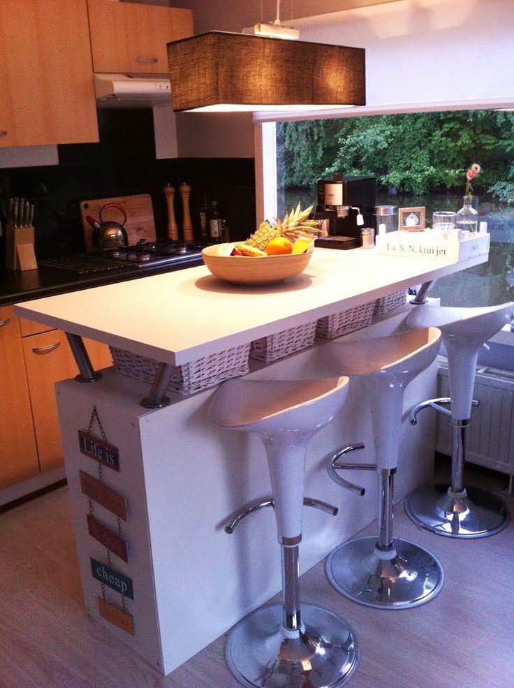 Barra de cocina con muebles de Ikea, y con espacio de almacenaje! Ikea Kitchen Bar with storage!