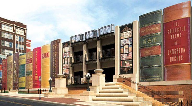 """Camus, """"Il piccolo principe"""" e Moliere: i libri giganti sulla facciata della biblioteca Mejanes diAix en Provence"""