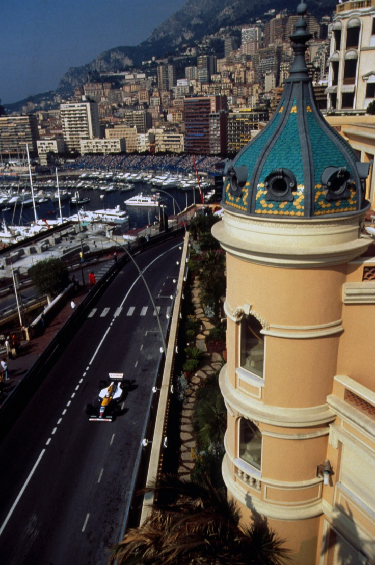 Nigel Mansell in the Williams FW14B, who went on to finish 2nd at the 1992 Monaco GP