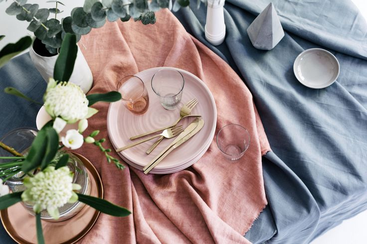 Table style. Photography: Hannah Blackmore. Styling: Olivia Blackmore.