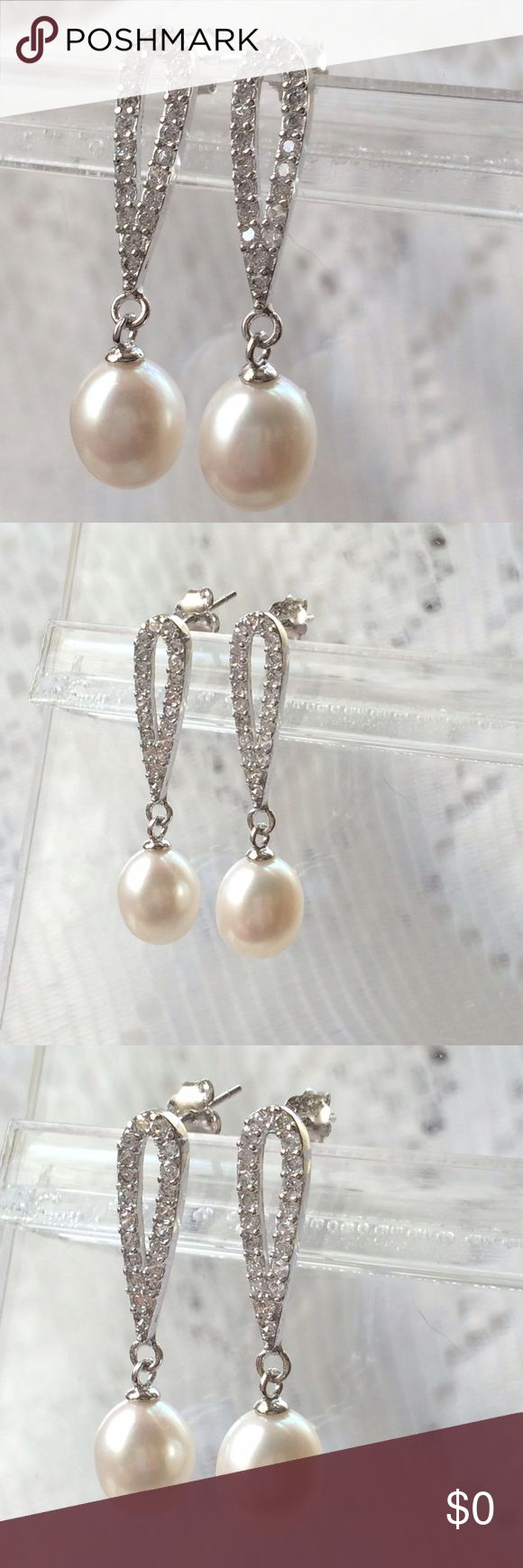 XTTRA PICS of NATURAL PEARLS Showing extra pictures of CRYSTAL NATURAL PEARL EARRINGS. Jewelry Earrings
