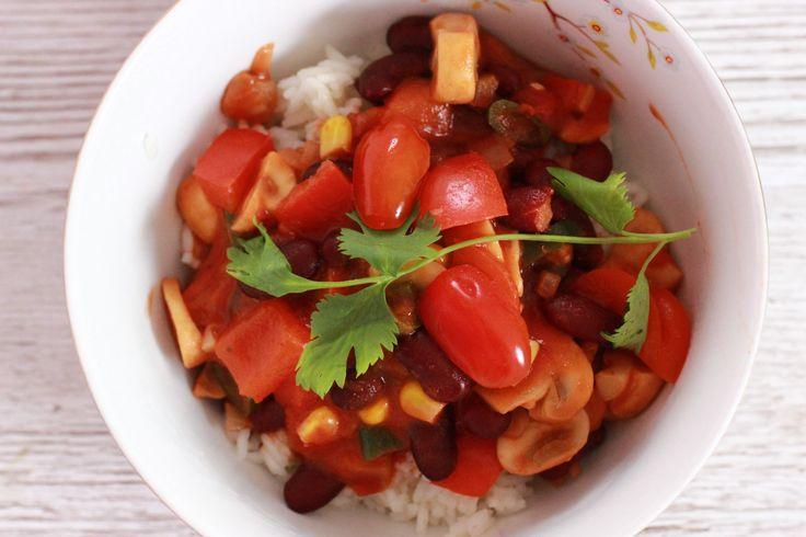 Dieses vegetarische Chili ist einfach unglaublich lecker. Chili schmeckt auch gut ohne Fleisch! Probiert es mal aus! :-)  Das Rezept ist auf meinem Blog.