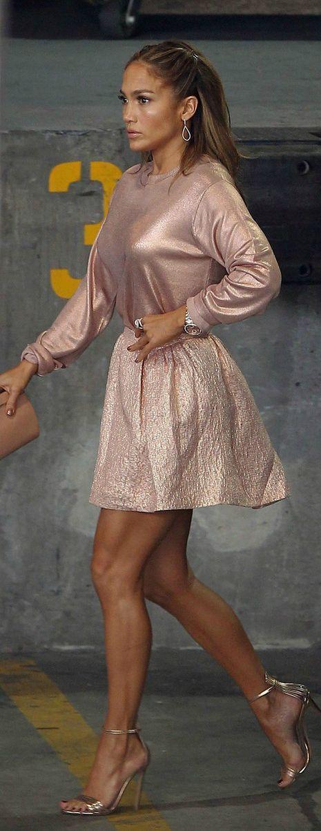 Jennifer Lopez abstraigamonos del hecho de que lo lleve JL porque es bastante bonito