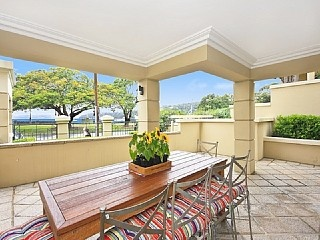 Holiday Apartment in Mosman. This spacious ground floor beachfront apartment boasts an enviable position being located directly across the street from Balmoral Beach. http://www.homeaway.com.au/holiday-rental/p926822 #sydney #apartments