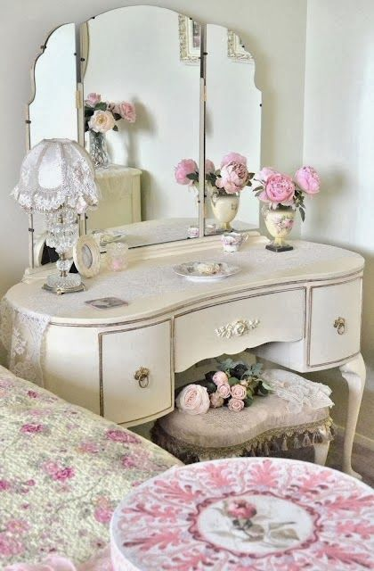 15 Ιδέες Διακόσμησης Υπνοδωματίου σε ύφος Shabby Chic        Shabby chic  is a form of interior design, where furniture and furnishings are...
