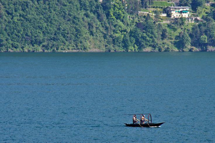 "Rowing a ""Lucia"" boat over Lake Como"