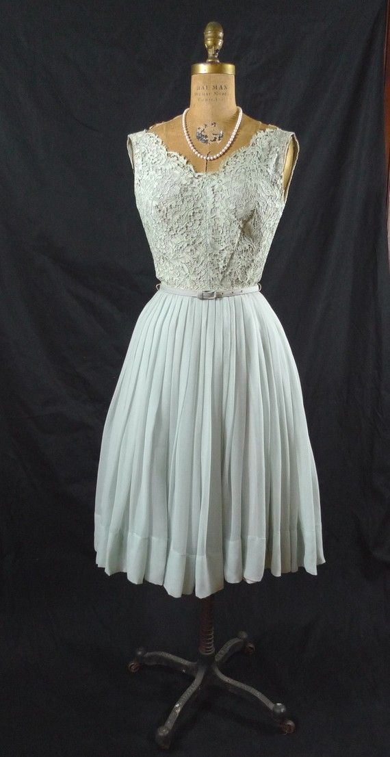 amazing vintage party dress. I wish I was teeny enough for it!