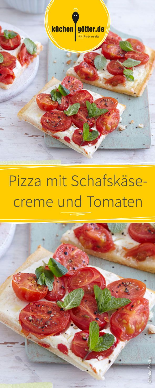 Pizza selber zu belegen macht Spaß und schmeckt lecker. Versucht es mit Schafskäsecreme und Tomaten!