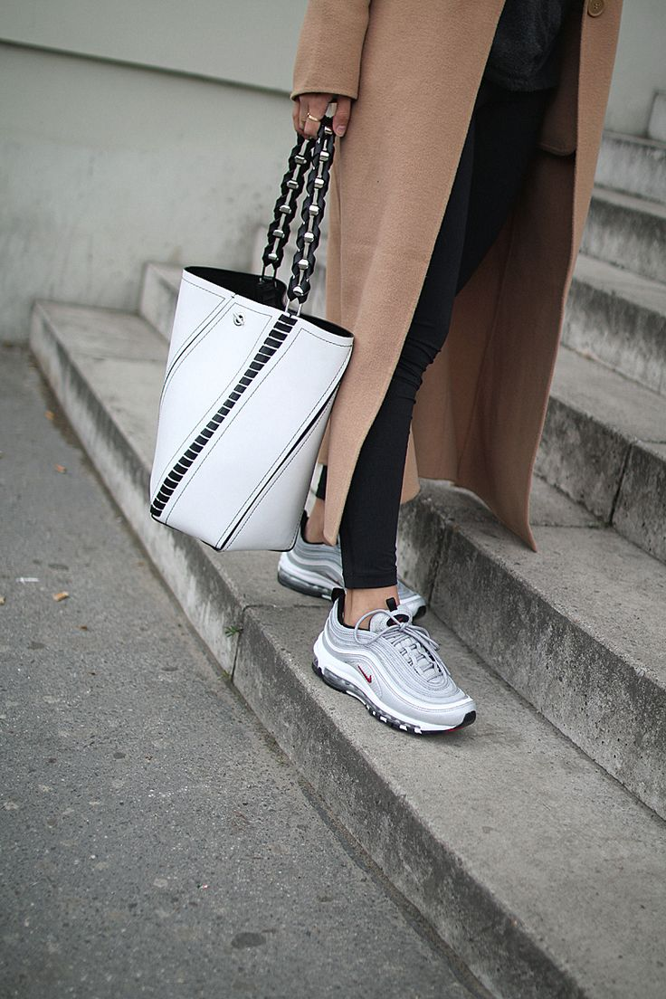 Outfit Off duty look Nike air max frauen, Teetharejade