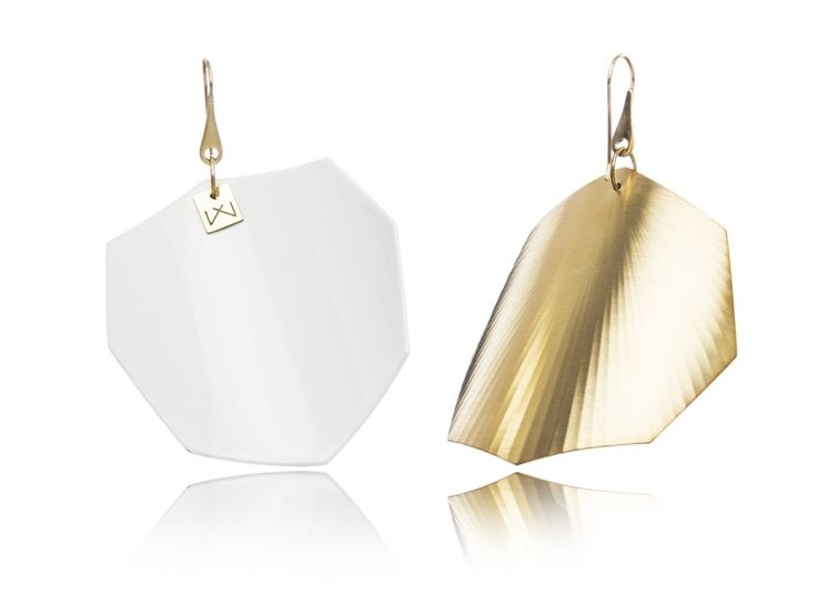 WHITE-OCTAGON-YELLOWGOLD  Materials used:  Hanger: 925 STERLING silver with 14 carat yellow gold flashing.   Front part: colored, high gloss homogenous surface, UV-resistant.   Back part: satin effect metal surface, 14 carat yellow gold flashing in 3 layers.   Gloss preserving, wear-proof, oxidation resistant and anti-allergenic.  Available in three sizes: with a diameter of 4, 5 and 6 cms.None